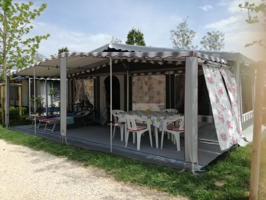 Sovrana Grigia con verandino e rifiniture Bordeaux