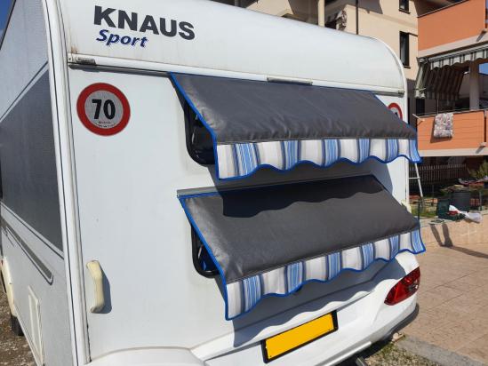 Tendina Blu Royal per caravan